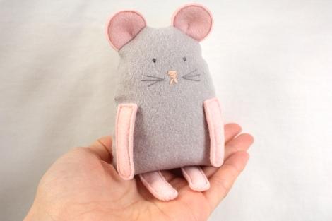 MouseInHand
